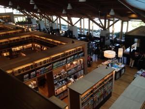 武雄市図書館内部